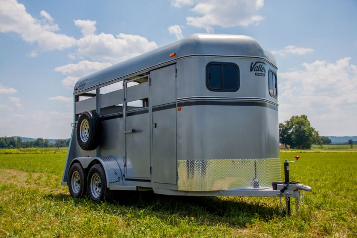 Custom 3810 horse trailer with door